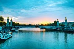 有Aleksander III桥梁的巴黎 库存图片