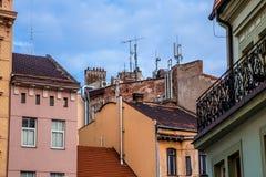 有antenas的屋顶在老镇 库存图片