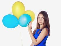 有baloons的少年女孩 免版税库存图片