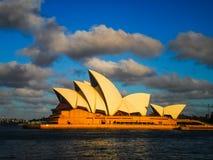 有Beautidful天空的悉尼歌剧院 库存照片