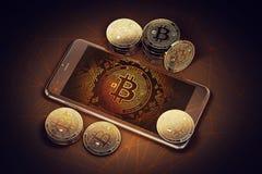 有Bitcoin的智能手机屏幕上在堆Bitcoins中 在危险概念的Bitcoin 图库摄影