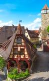 有bluesky的罗滕伯格德国传统房子 免版税库存图片