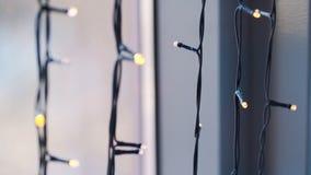 有bokeh光的星诗歌选在背景 圣诞节窗口装饰诗歌选,斯堪的纳维亚样式概念 免版税库存照片