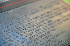 有braile标志题字的石片剂 免版税库存图片