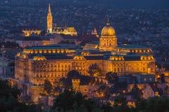有Buda小山和马赛厄斯教会的布达佩斯,匈牙利-美丽的布达城堡王宫 免版税库存照片