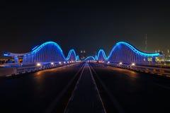 有Burj哈利法vew的宇宙蓝色桥梁 库存图片