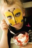 有buterfly被绘的面孔的女孩 免版税库存图片