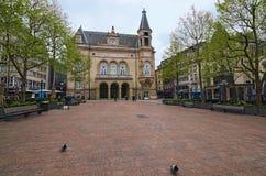 有Cercle的市政Cercle美好的地方d ` Armes广场援引卢森堡在背景 免版税库存照片