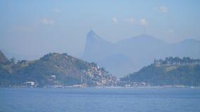 有Corcovado耶稣雕象的里约热内卢在背景中,巴西 库存图片