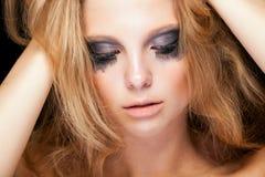 有cryed黑色的肉欲的金发碧眼的女人组成 库存照片
