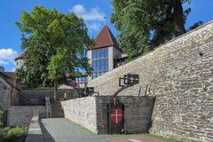 有Dannebrog纪念碑的丹麦国王` s庭院在塔林,爱沙尼亚 库存图片