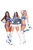 有dj管理员的三个美丽的舞蹈演员 库存照片