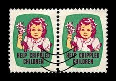 有Easrer百合的女孩 帮助被致残的孩子 亦称复活节封印自1919年以来盖印圣诞节封印,美国,大约1950年, 图库摄影