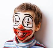 有facepaint的小逗人喜爱的男孩喜欢小丑,哑剧表示 库存图片