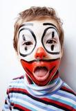 有facepaint的小逗人喜爱的男孩喜欢小丑,哑剧表示 库存照片