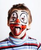 有facepaint的小逗人喜爱的真正的男孩喜欢小丑,哑剧expre 库存图片