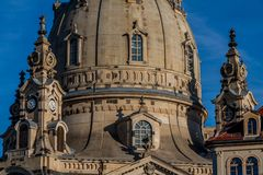 有Frauenkirche的德累斯顿老镇 免版税库存照片