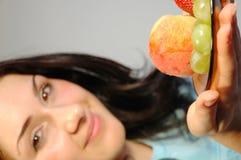 有fruits1的女孩 免版税库存照片