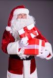 有giftboxes的愉快的圣诞老人 图库摄影