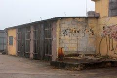 有grafiti的砖墙 免版税库存图片