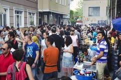 有Hidrellez新春佳节数百的人跳舞 库存照片