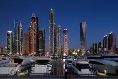 有JBR的迪拜小游艇船坞, Jumeirah海滩住所,阿拉伯联合酋长国 图库摄影