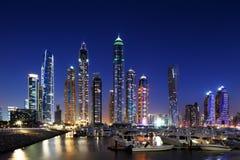 有JBR的迪拜小游艇船坞, Jumeirah海滩住所,阿拉伯联合酋长国 库存图片