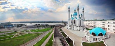 有kul sharif清真寺的全景在喀山克里姆林宫 免版税库存图片