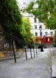 有lightpole的台阶在蒙马特,巴黎,法国 库存照片
