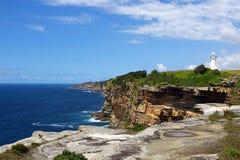 有Macquarie灯塔的悉尼港口在背景中 库存图片