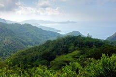 有Mahé看法海岸线的塞舌尔山国家公园  免版税库存照片