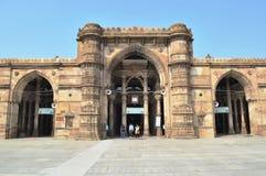 有Minara的门在雅米(Jama) Masjid,艾哈迈达巴德 免版税库存照片