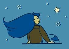 有moto盔甲的女孩观看繁星之夜天空的 免版税库存照片