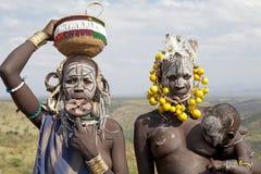 有孩子的非洲妇女 免版税库存图片