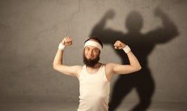 有musculous阴影的皮包骨头的人 免版税库存图片