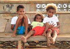 有Papuan的孩子休息 免版税库存照片