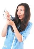 有phonendoscope的傻的看起来的惊奇妇女 图库摄影