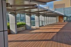 有privat庭院和大阳台的现代建筑师 免版税库存照片