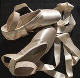 有ribbone的芭蕾拖鞋 库存照片