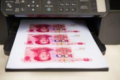有RMB纸币的打印机 免版税库存照片
