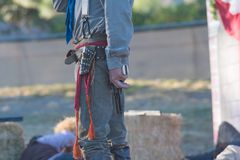 有scenographic枪的参加者在风滚草节日期间 库存图片