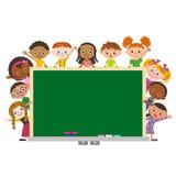 有schoolboard的孩子 免版税图库摄影