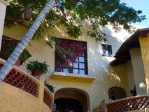 有secific墨西哥建筑学的旅馆在手段 库存照片