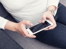 有smartphone的妇女 免版税库存图片