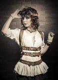 有steampunk风镜的美丽的redhair妇女 古板 库存图片