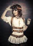 有steampunk风镜的美丽的redhair妇女 库存图片