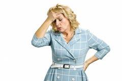 有stong头疼的病的白皮肤妇女 库存图片
