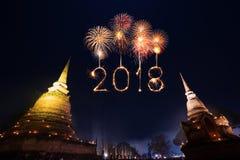 2018有Sukhothai历史公园的新年好烟花n的 免版税库存图片
