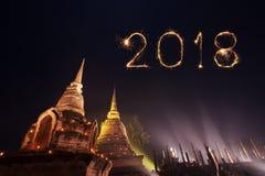 2018有Sukhothai历史公园的新年好烟花n的 免版税库存照片