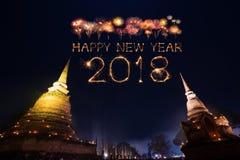 2018有Sukhothai历史公园的新年好烟花n的 库存图片